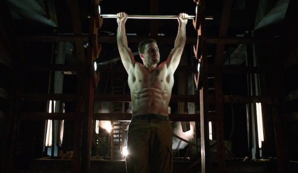Stephen Amell Pull Ups